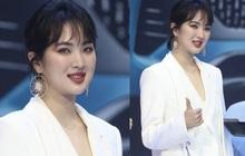 """Ảnh chưa PTS của """"công chúa Huawei"""" vọt lên top 1 Weibo: Gương mặt đơ cứng đến mức bị chê như... Dương Tử tiêm silicon"""