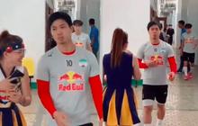 MXH lan truyền clip Công Phượng tỏ thái độ, không chịu chụp hình với fan tại hậu trường trước trận đấu