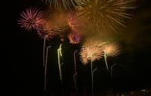 Mãn nhãn với màn pháo hoa rực rỡ trên bầu trời Đất Tổ trong đêm khai hội đền Hùng