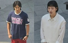 """Lộ hình ảnh Kim Go Eun để mái ngố """"quê một cục"""", bám đuôi soái ca đầu bết tông lào ở phim mới"""
