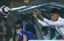 CLB Nam Định bị phạt tiền vì chiêu trò câu giờ ở trận thắng TP.HCM