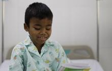 """TP.HCM: Cha """"chia"""" 1 quả thận cho con, bé trai 9 tuổi có thể đi học lại sau ca phẫu thuật thần kỳ"""