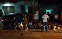 Nóng: Ô tô tông hàng loạt xe máy, 2 người chết, 6 người bị thương