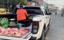 """Chị tiểu thương """"cưỡi"""" phương tiện đặc biệt đi bán thịt khiến dân tình xôn xao, gia thế """"khủng"""" không phải vừa!"""