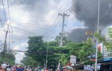 Clip: Cháy cửa hàng sơn rồi lan sang nhà dân, cột khói bốc cao hàng chục mét ở Sài Gòn
