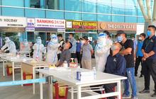 Ảnh: Nhiều F0 đi qua sân bay, Đà Nẵng xét nghiệm Covid-19 cho 2.000 cán bộ, nhân viên