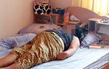 """Kinh hãi phát hiện vợ nằm trên giường đột tử, người chồng khóc ngất khi biết """"thủ phạm"""" chính là món quà mình vừa tặng 2 hôm trước"""