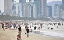 Nữ công nhân dương tính SARS-CoV-2 chưa rõ nguồn lây từng đi tắm biển đông người ở Đà Nẵng