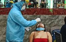 Hàng loạt nhân viên, khách nhậu ở Sài Gòn được lấy mẫu xét nghiệm Covid-19