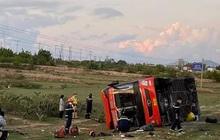 Xe khách giường nằm tự lật, 9 người bị thương