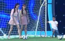 Hari Won mặc kệ váy ngắn, khoe tài đá bóng bên Hoa hậu Lương Thùy Linh