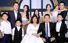Đăng Khôi khoe ảnh kỷ niệm cưới bố mẹ: 2 anh em 100 điểm phong độ, nhìn hành động lộ luôn quan hệ mẹ chồng - nàng dâu