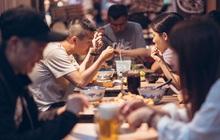 Nhóm bạn đi ăn hết 8,9 triệu, một người đưa phiếu giảm 30% và tuyên bố không trả thêm tiền, bài toán khiến dân mạng chia phe tranh cãi