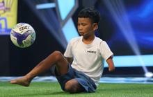 Cậu bé 1 chân đam mê bóng đá và món nợ 20 năm của gia đình khiến khán giả truyền hình xót xa