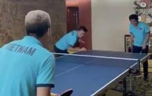 """Quang Hải, Tuấn Anh đối đầu Công Phượng, Văn Vũ trong trò chơi bóng bàn: """"Chân đã khéo tay còn khéo hơn"""""""