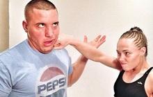"""Chuyện tình đặc biệt của """"đả nữ"""" UFC: Bắt đầu bằng một cú đấm, trái tim băng giá phải """"mưa dầm thấm lâu"""" hơn 5 năm mới chịu đổ"""