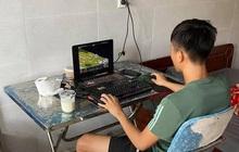 """Phan Văn Đức đánh Đế chế giết thời gian, cầu thủ SLNA """"tỉ thí"""" bóng bàn"""