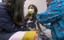 Tranh cãi về việc có nên tiêm vaccine COVID-19 cho trẻ em?