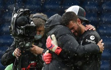 Thủ môn Alisson rơi nước mắt, tiết lộ lý do giúp anh ghi bàn phút bù giờ cuối hồi sinh Liverpool