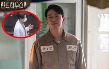 """Ju Dan Tae mặc áo blouse dính máu trong Penthouse 3, """"dượng"""" lại vừa """"xiên"""" ai nữa rồi?"""