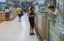 Người dân đi mua thuốc sốt, ho, đau họng ở nhà thuốc tại TP.HCM cần phải khai báo y tế