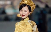 """Ngắm trọn bộ hình ảnh MC Minh Anh trong tà áo dài, """"bẻ lái"""" từ hình mẫu quyến rũ sang thục nữ vẫn khiến game thủ đứng ngồi không yên vì quá xinh đẹp!"""