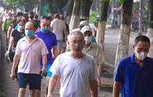 Hà Nội: Bất chấp khuyến cáo, người dân vẫn đi tập thể dục đông nghẹt tại công viên, bờ hồ
