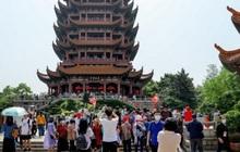 Trung Quốc lo chống dịch Covid-19 khi có tới 230 triệu người đi du lịch dịp lễ 1/5