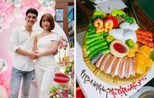 Bà xã tặng Mạc Văn Khoa bánh sinh nhật… bún đậu mắm tôm, chủ nhân bữa tiệc không dám thổi nến vì lý do này