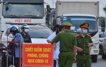 """Cận cảnh khu vực phong toả gần 200.000 dân ở Bắc Ninh, hàng trăm phương tiện ô tô, container ngoại tỉnh phải """"quay xe"""""""