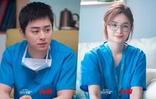"""4 chuyện tình bỏ ngỏ đợi hồi kết ở Hospital Playlist 2: Jo Jung Suk có """"cưa"""" đổ crush 20 năm?"""