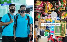 Vali ngập đồ ăn của tuyển Việt Nam khi sang Dubai: Có cả muối vừng và nem chua, đi đâu cũng không thể thiếu hương vị quê nhà