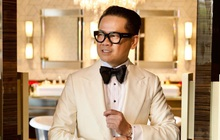 """Xôn xao bài đăng bóc phốt NTK Thái Công: Mới 48 tuổi mà """"nổ"""" có 35 năm kinh nghiệm, showroom ở Đức bé tí chứ không to cả con phố như vẫn khoe?"""