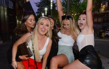 Hotgirl tràn ngập fanzone xem trận khai mạc Euro 2020