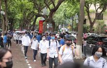 2 thí sinh sử dụng điện thoại di động trong giờ thi vào lớp 10 ở Hà Nội