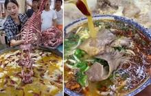 """Tranh cãi đoạn clip ninh xương """"khủng long nguyên con"""" để nấu mì ở Trung Quốc, nhiều dân mạng không ăn nổi vì một lý do"""