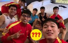 """Phát hiện cuộc """"tụ tập"""" của 7 anh chàng đội tuyển Việt Nam tại Dubai: Nhìn món ăn mang theo, ai cũng đòi ship thêm đồ cho đỡ lẻ loi"""