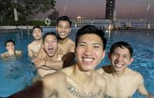 """Bức ảnh quy tụ nhiều """"chồng quốc dân"""" nhất Việt Nam, khiến netizen nằng nặc đòi làm chiếc hồ bơi"""