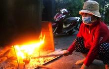 """Trắng đêm nấu bánh tét tặng người dân cách ly TP.HCM đón Tết Đoan Ngọ: """"Góp củi từng nhà để thổi lửa chung"""""""