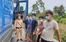 5 người ở TP.HCM thuê xe container, trốn trong cabin để tránh chốt kiểm dịch Covid-19