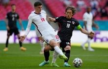 Trực tiếp Anh 0-0 Croatia: Sao trẻ sinh năm 2k sút bóng trúng cột dọc