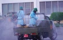 ẢNH: Quân đội phun khử trùng tại BV Bệnh Nhiệt đới TP.HCM sau khi phát hiện 53 ca dương tính SARS-CoV-2