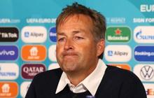 """HLV Đan Mạch: """"Trận đấu không nên bắt đầu lại sau sự cố của Eriksen"""""""