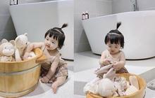 """Đông Nhi khoe con gái """"đáng đồng tiền bát gạo"""", mới 8 tháng tuổi đã trổ tài làm 1 việc cực đảm, bố mẹ được nhờ lắm đây"""