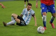 """Messi nhận cú đúp """"quả đắng"""": Hết ngã bò ra sân vì đi bóng bất thành, còn bị hậu vệ đối phương lừa qua """"dễ như ăn kẹo"""""""