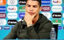 Ronaldo khiến nhà tài trợ giận run người: Gạt bỏ nước có ga trong buổi họp báo, khuyên mọi người uống nước lọc