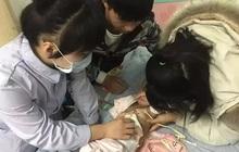 Bé gái 1 tuổi bị vỡ dạ dày, rơi vào hôn mê, ngừng tim vì thực phẩm bổ dưỡng bố mẹ cho ăn