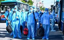 Ảnh: Đưa gần 300 công nhân từ tâm dịch Bắc Giang về Hà Nội trong quy trình nghiêm ngặt