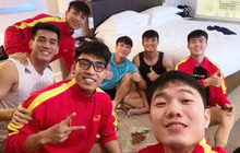 Sốt xình xịch khung hình dàn cầu thủ điển trai tuyển Việt Nam trước giờ ra sân, tiết lộ luôn việc đầu tiên làm sau trận gặp UAE