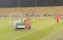 Clip hiếm: Tuyển Việt Nam hát Quốc ca đầu trận quyết đấu với UAE